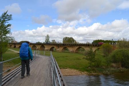 Puente Villarente Camino Santiago.jpg